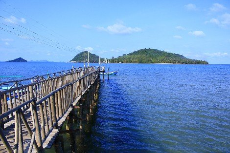 Ferry services to Koh Tao depart from Chumphon