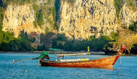 Travel to Koh Libong is by longtail boat