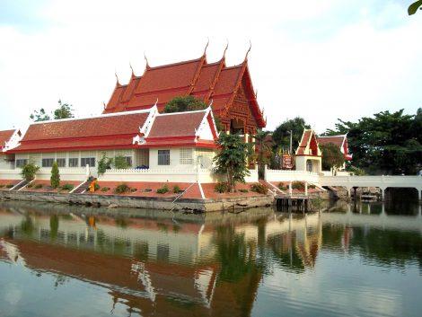 Wat Phra Narai Maharat in Nakhon Ratchasima