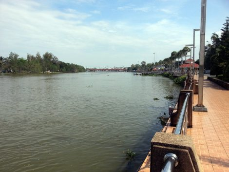 The Tapee River flows through the centre of Surat Thani