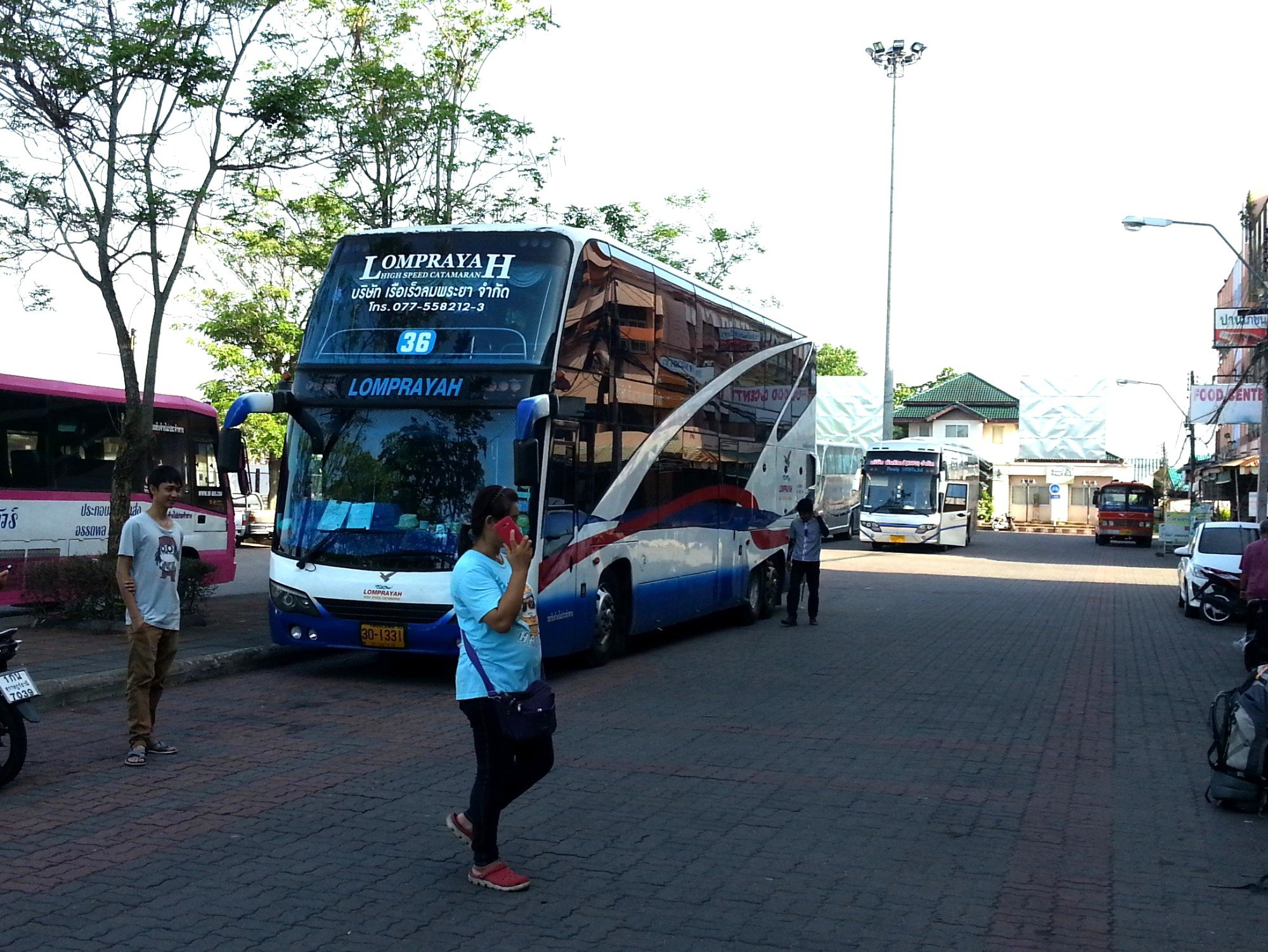 Lomprayah Bus at Surat Thani Railway Station