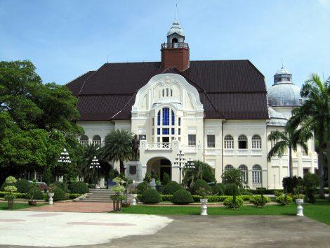 Phra Ram Ratchaniwet Palace in Phetchaburi