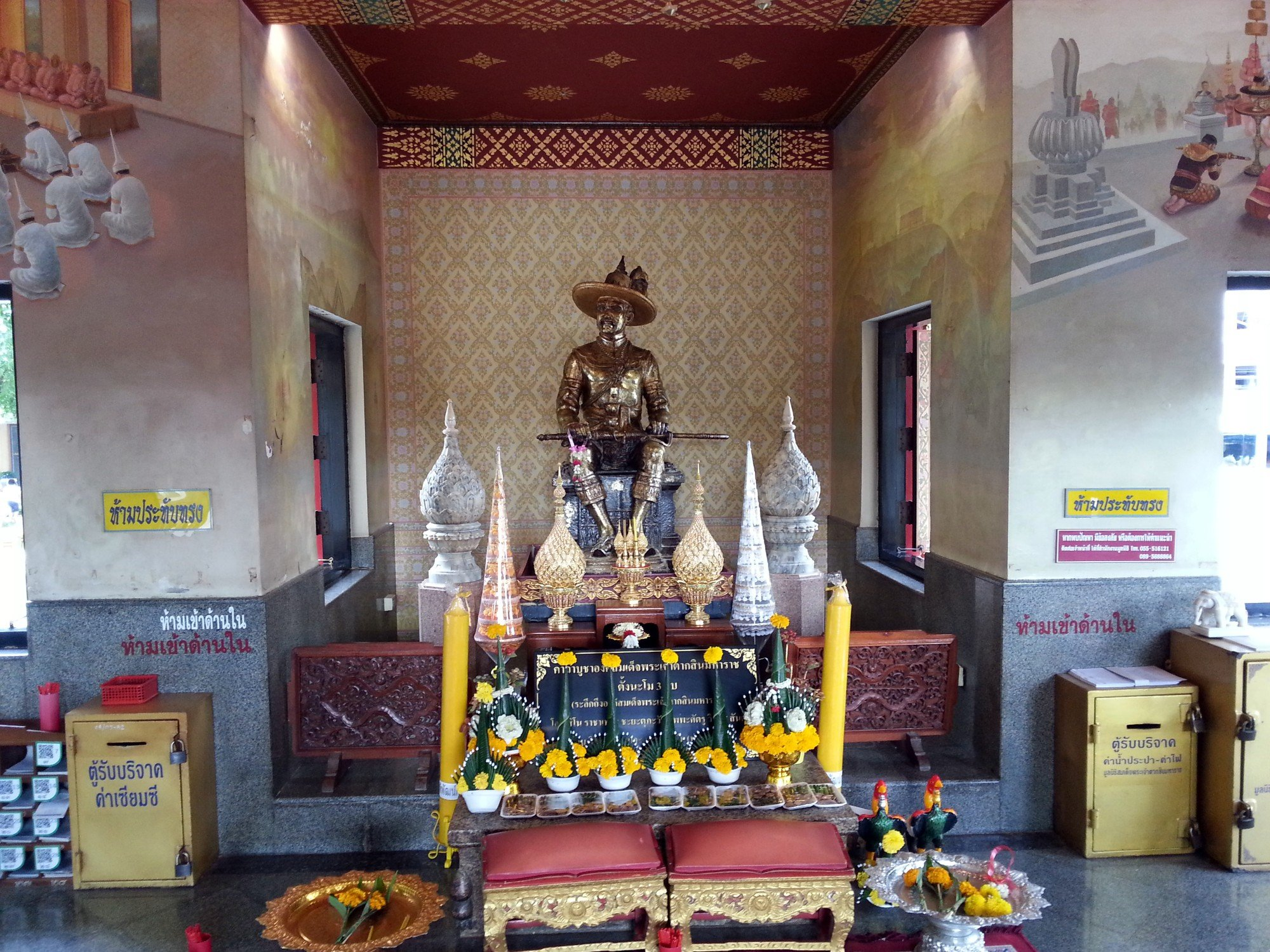 Taksin Maharat Shrine in Tak