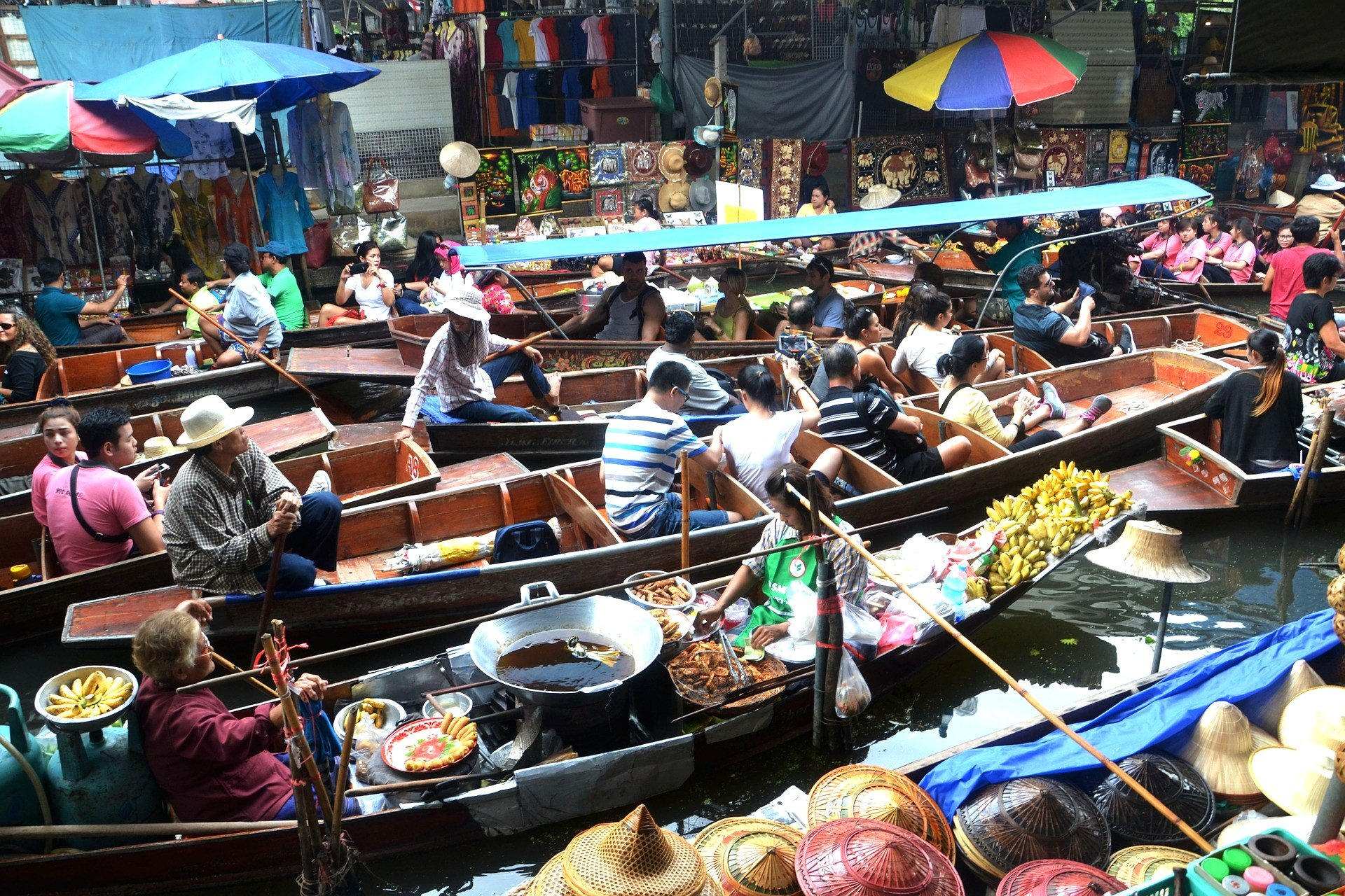 Damnoen Saduak Floating Market near Ratchaburi
