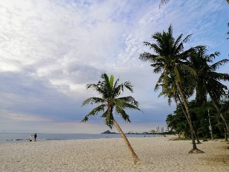 Hua Hin's city centre beach is 6 km long