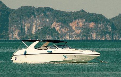 A speed boat service runs between Krabi and Koh Yao Yai